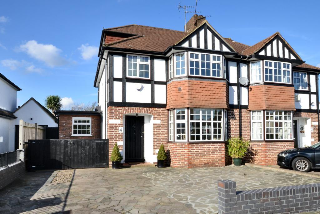 4 Bedroom Property For Sale In Romney Road New Malden