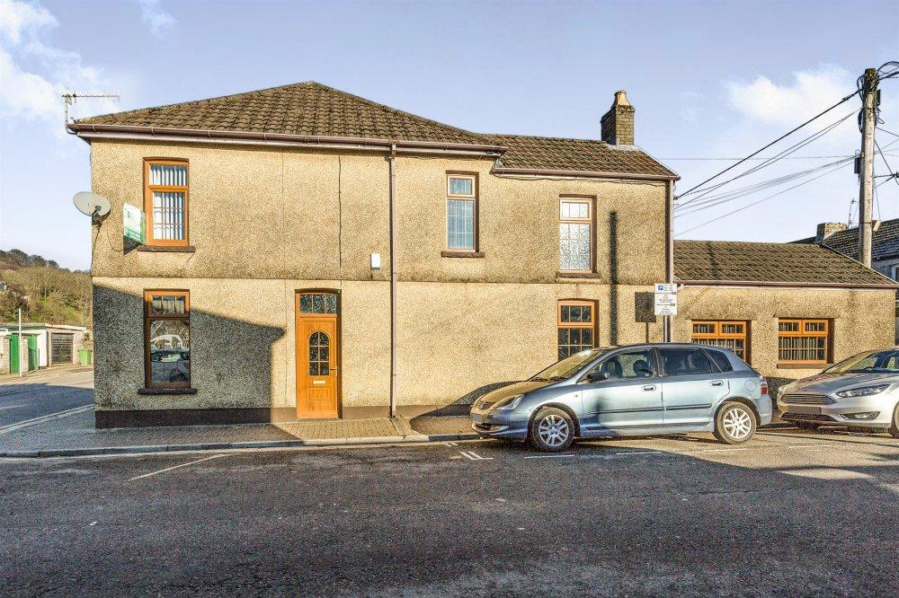 3 bedroom property for sale in north street pontypridd for Q kitchen pontypridd