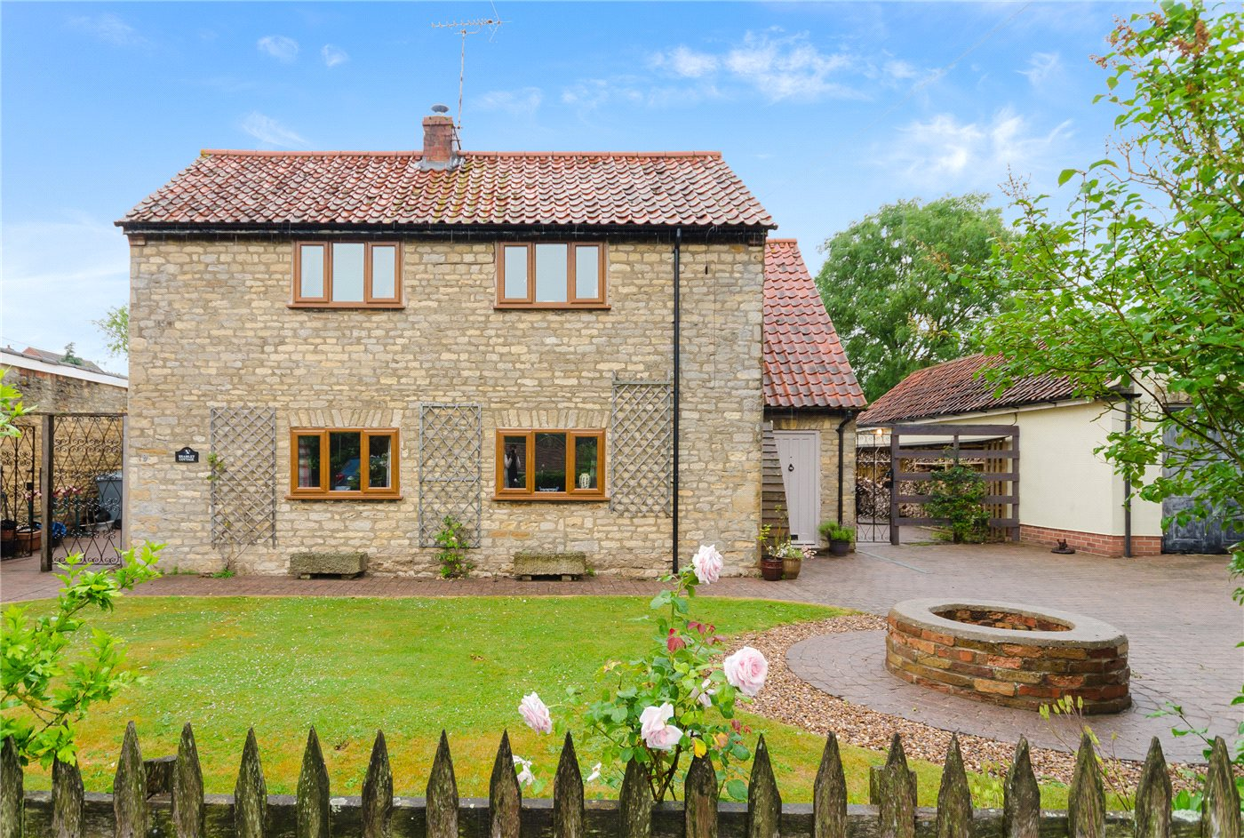 3 bedroom property for sale in newton way woolsthorpe by for Detached home office