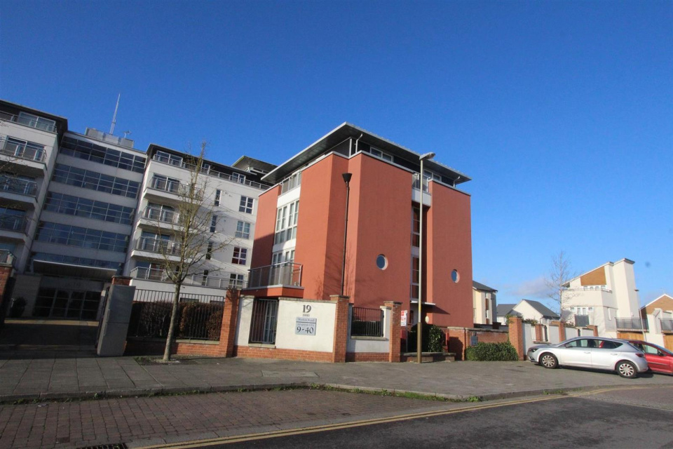 2 Bedrooms Maisonette Flat for sale in Watkin Road, Leicester, LE2 7AG