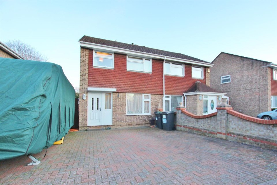 3 Bedrooms Detached House for sale in Stratton Road, Muscliff, Bournemouth