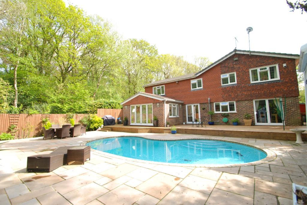 5 Bedroom Property For Sale In Viggory Lane Woking Surrey Gu21 Guide Price 1 000 000