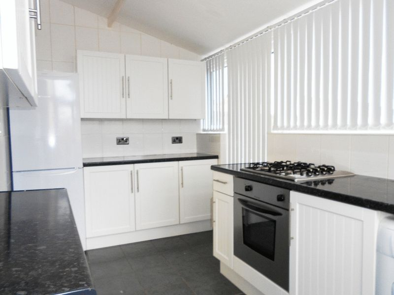 Kitchen Tiles Oldbury 3 bedroom property to let in pound road, oldbury - £650 pcm