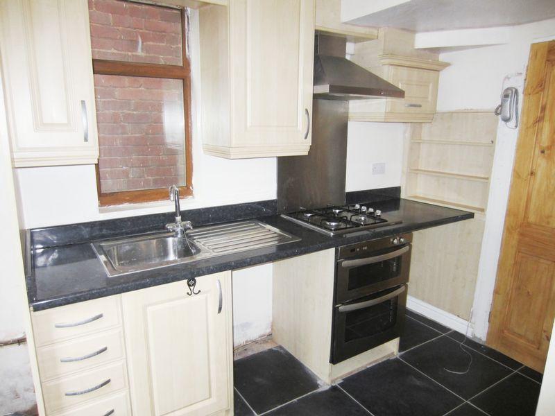 Kitchen Tiles Oldbury 3 bedroom property to let in brades road, oldbury - £525 pcm