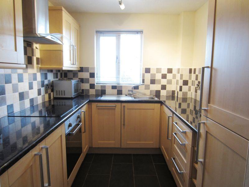 Kitchen Tiles Oldbury 2 bedroom property to let in waterways drive, oldbury - £495 pcm