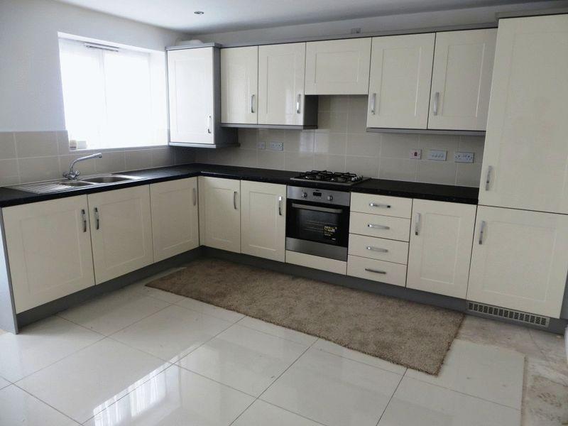 Kitchen Tiles Oldbury 4 bedroom property to let in pel crescent, oldbury - £725 pcm
