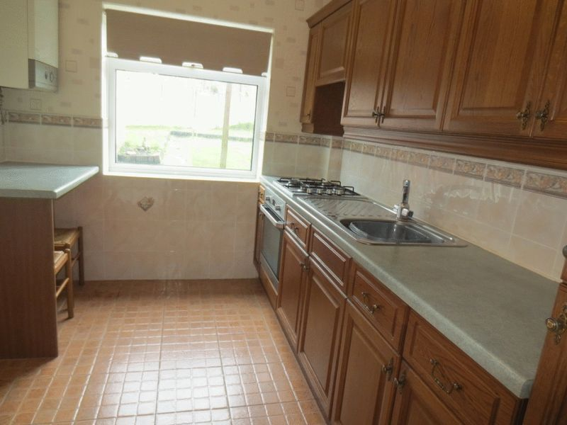 Kitchen Tiles Oldbury 3 bedroom property to let in borough crescent, oldbury - £625 pcm