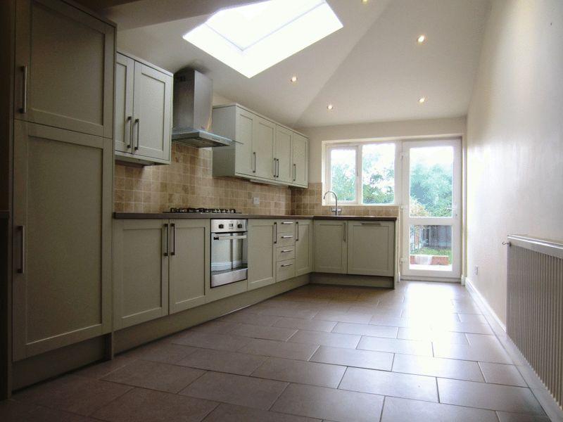 Kitchen Tiles Oldbury 3 bedroom property to let in parkfield road, oldbury - £795 pcm