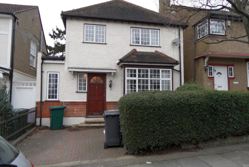 House to rent in Barnet - Cedar Lawn Avenue, High Barnet, Herts, EN5