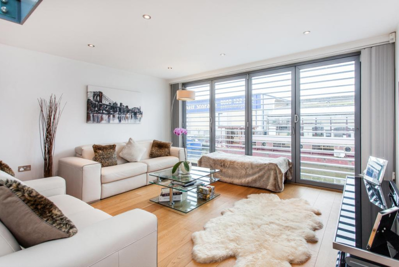 to rent in Islington - Waterfront Mews, Islington, N1