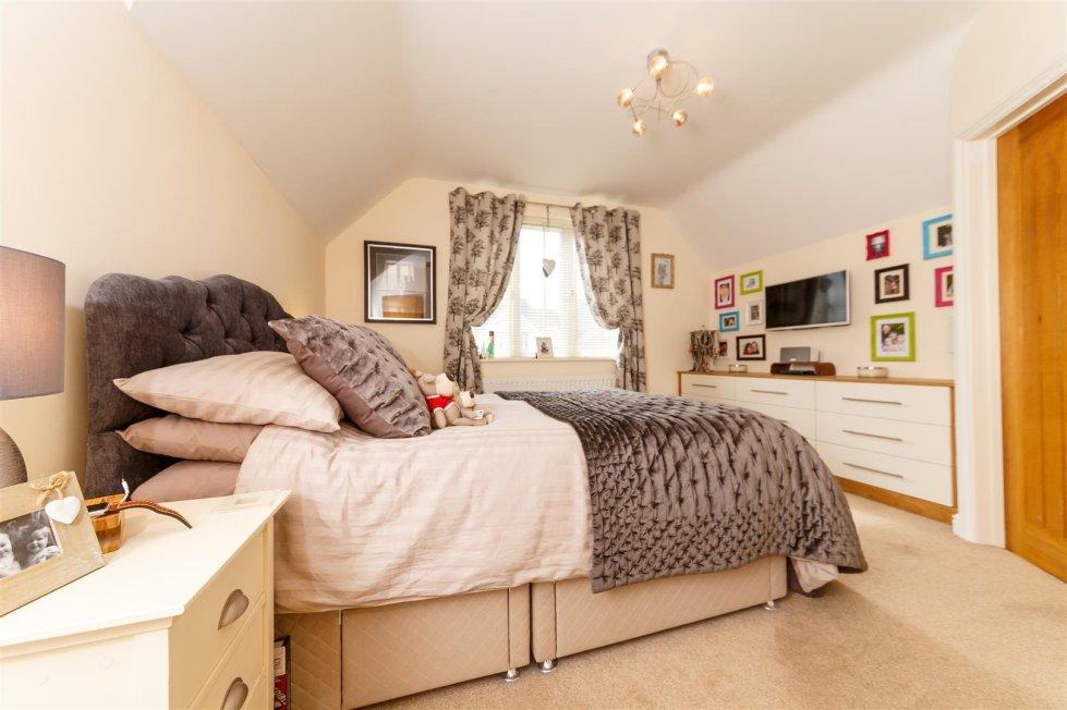 1 4 bedroom property for sale