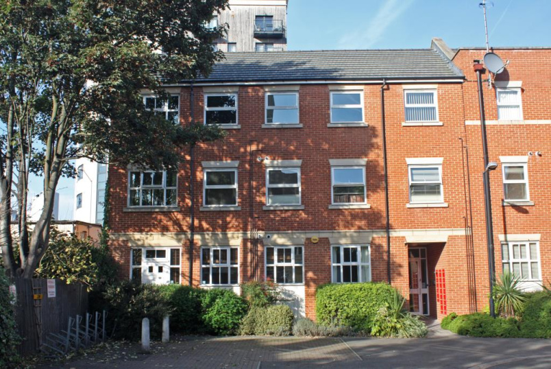 Flat/apartment to let - Barkham Mews, Queens Road, Reading, RG1
