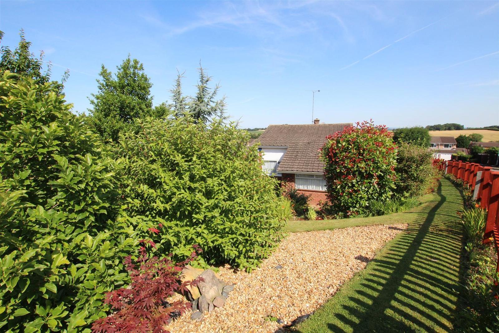 3 Bedrooms Property for sale in Kestrel Way, Burton-On-Trent