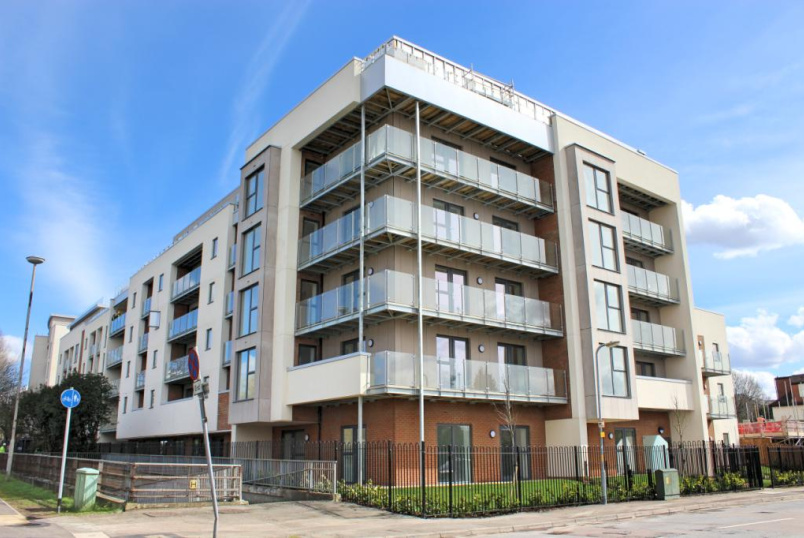 Flat/apartment to rent in Borehamwood & Elstree - Gemini Park, Manor Way, Borehamwood, WD6