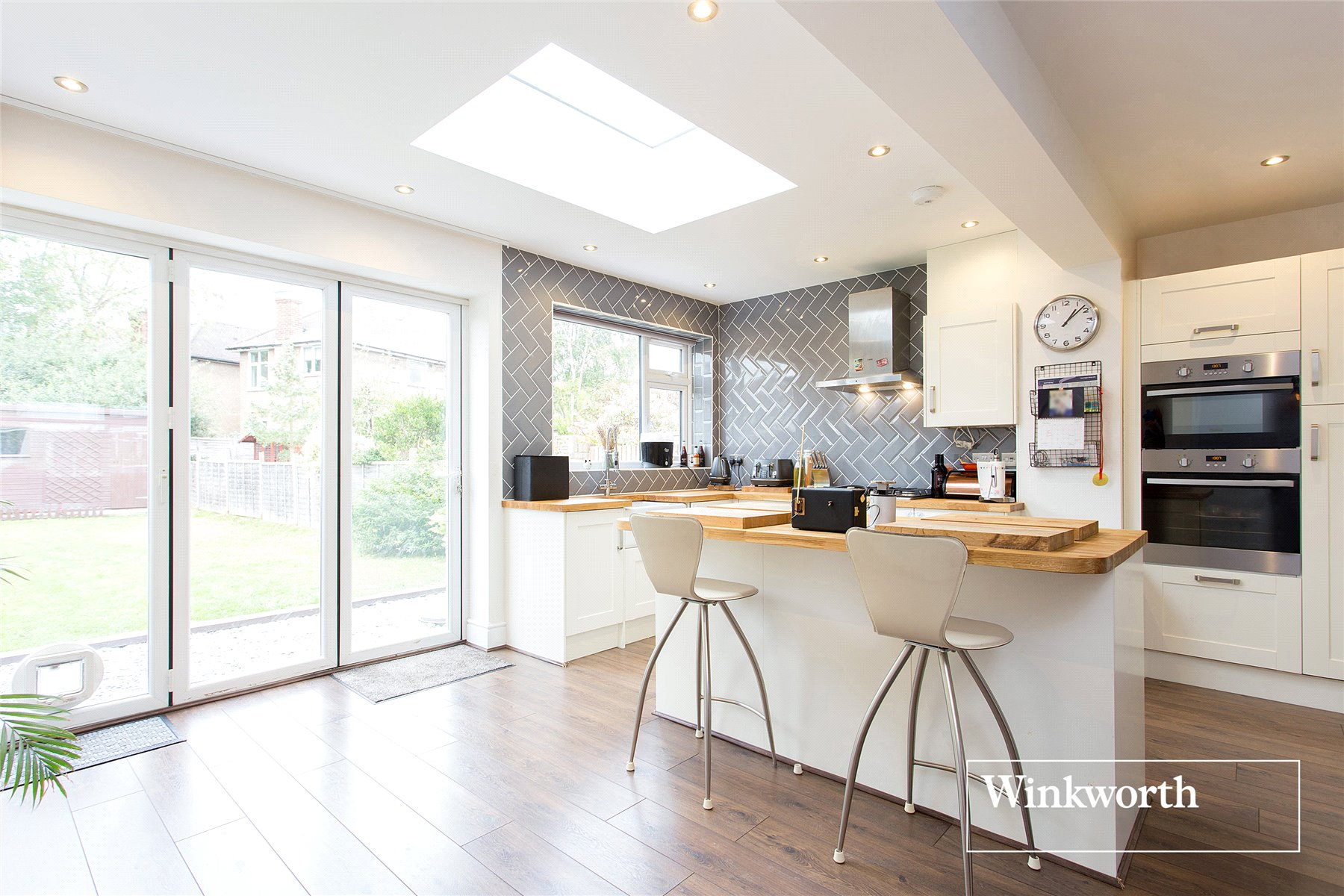 4 bedroom property for sale in Alan Drive, Barnet, Herts, EN5 - £640,000