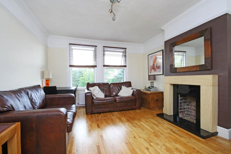 Flat/apartment to rent in Palmers Green - Old Park Road, London, N13