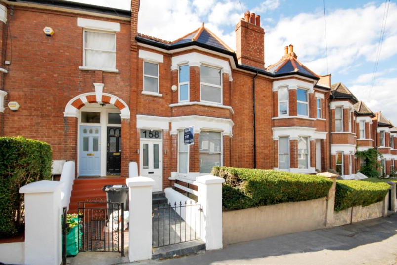 Maisonette to rent in West Norwood - Casewick Road, West Norwood, London, SE27