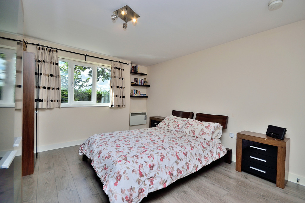 2 bedroom property for sale in Cantilever Gardens Station Road Warrington - £130000 & 2 bedroom property for sale in Cantilever Gardens Station Road ...
