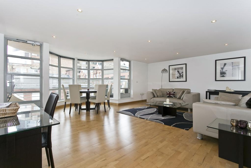 Flat/apartment to let - St Clements House, Leyden Street, London, E1