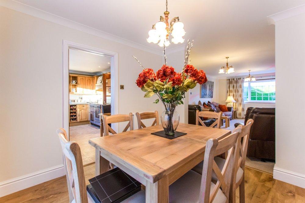 4 Bedroom Property For Sale In Swansea Road Pontlliw