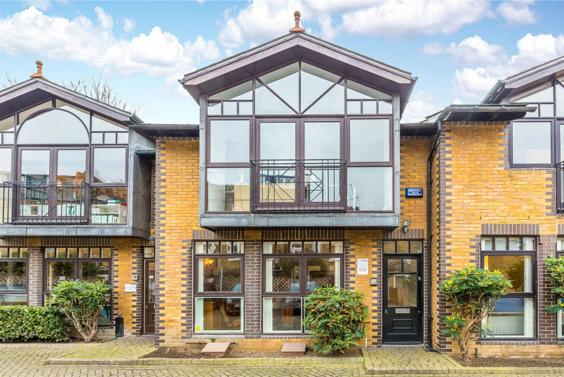 House for sale in  - St. Georges Court, 131 Putney Bridge Road, London, SW15
