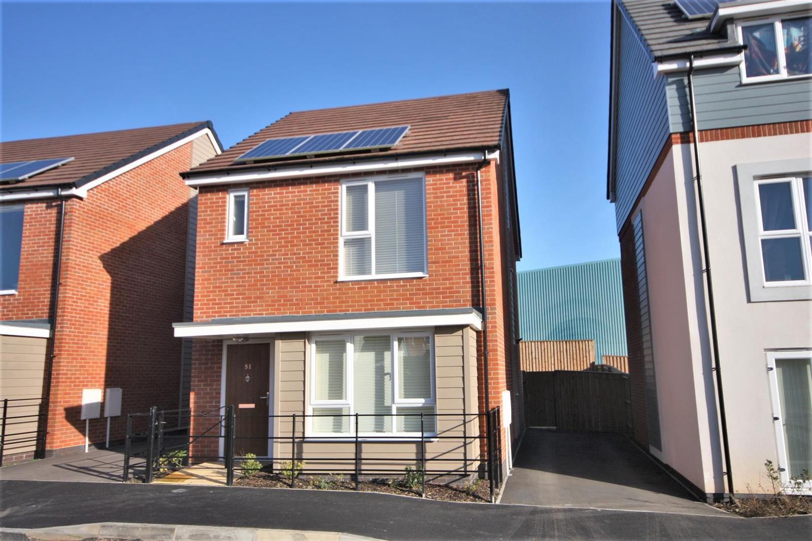 3 Bedrooms Property for sale in Buckthorn Road, Coalville