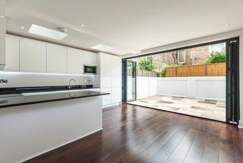 House - terraced for sale - MARNEY ROAD, SW11