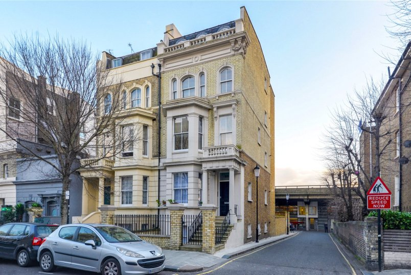 Flat/apartment to rent in North Kensington - Cambridge Gardens, London, W10