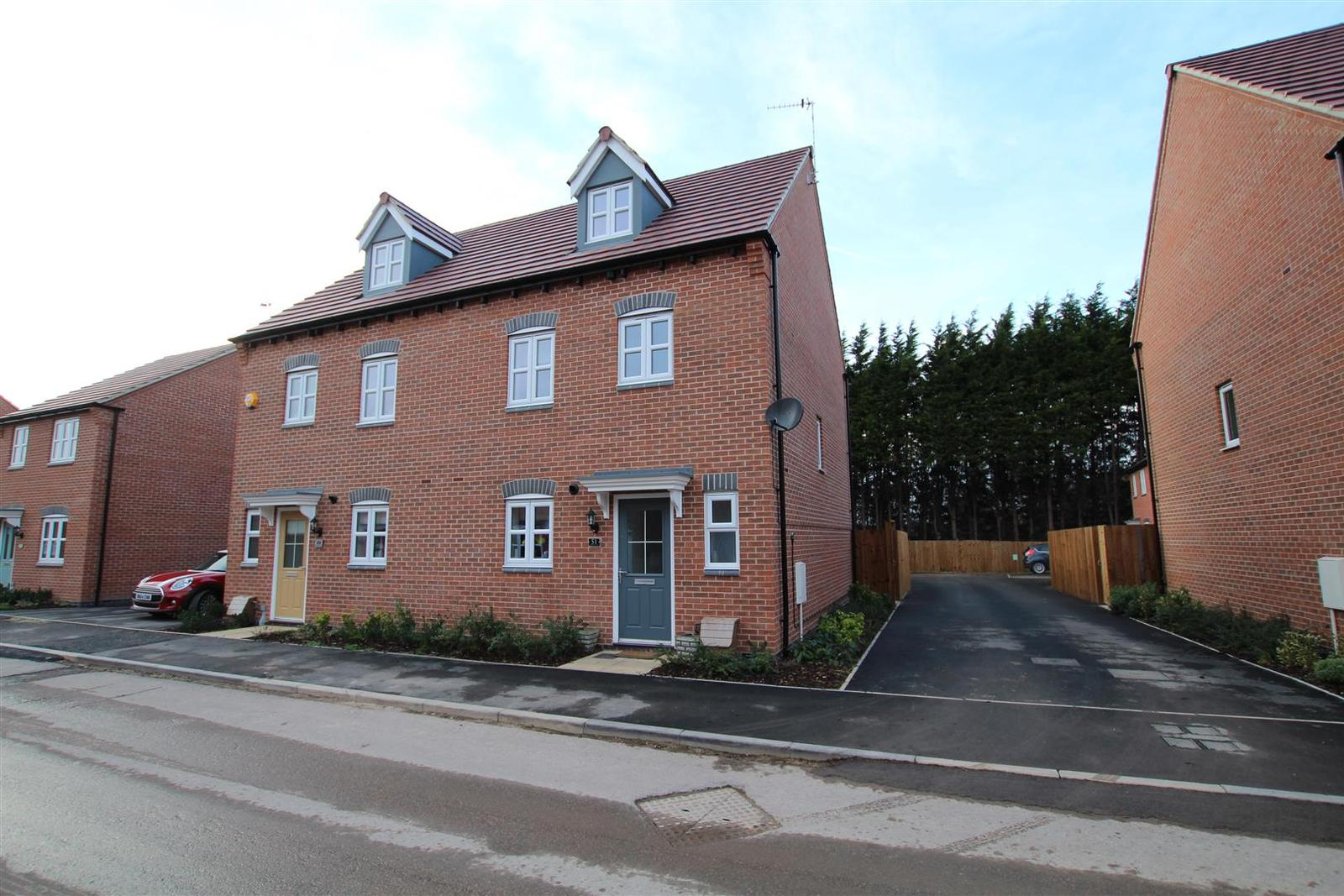 4 Bedrooms Detached House for sale in Cascade Close, Burton-On-Trent