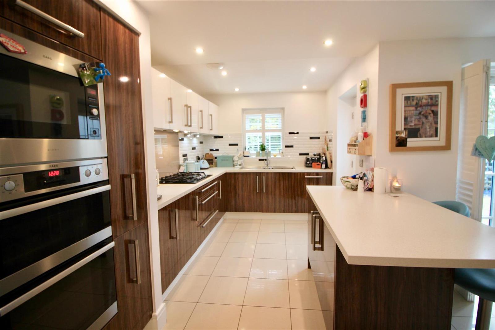 4 Bedrooms Property for sale in Elizabethan Gardens, Retford