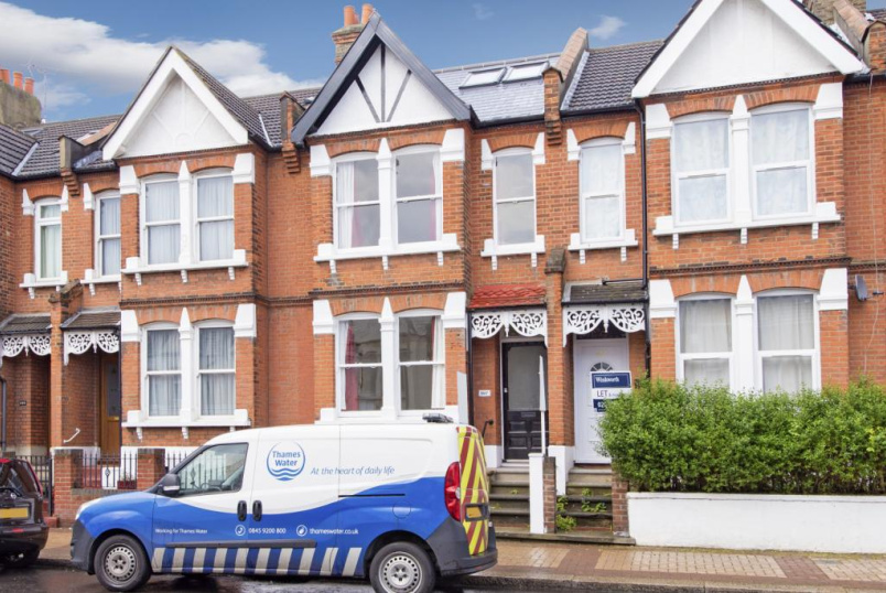 House to rent in Tooting - Southcroft Road, London, SW16
