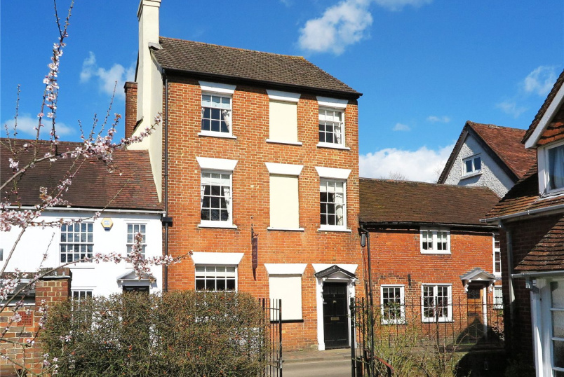 House for sale in Farnham - Park Row, Farnham, GU9