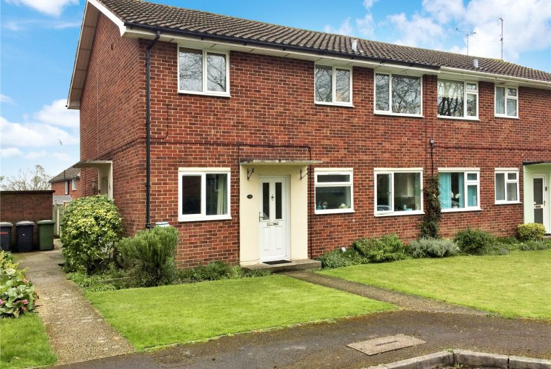 Maisonette for sale in Basingstoke - Norn Hill Close, Basingstoke, Hampshire, RG21