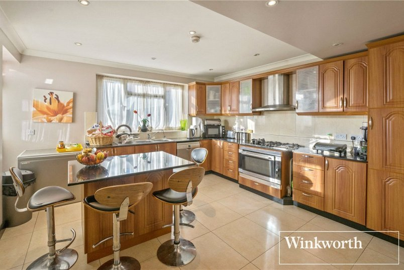 House for sale in Hendon - Springfield Gardens, London, NW9