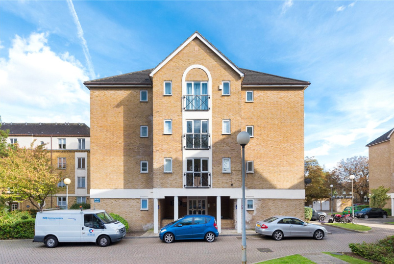 Flat/apartment for sale in New Cross - Filton Court, Farrow Lane, London, SE14