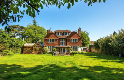 Hockering, Woking, Surrey, GU22