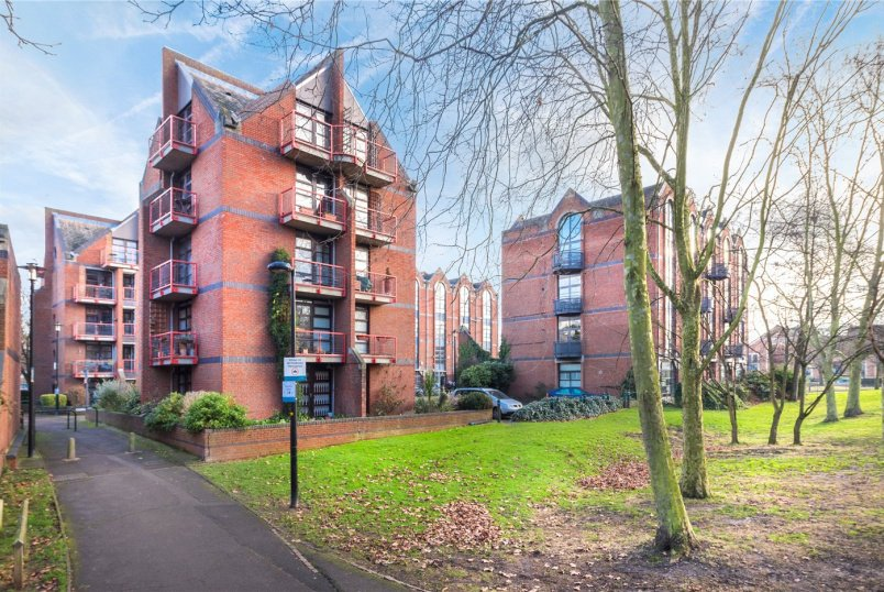 Flat/apartment for sale in Surrey Quays - Mayflower Street, London, SE16