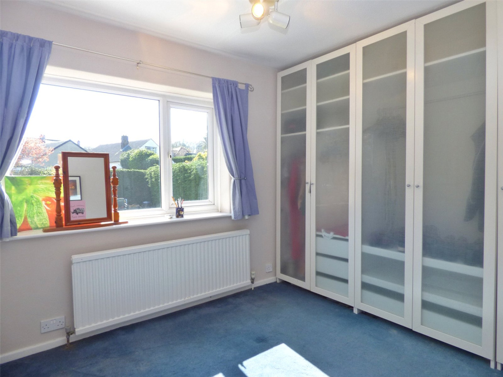 5 Bedroom Property For Sale In Templar Drive, Almondbury, Huddersfield, HD5    £300,000