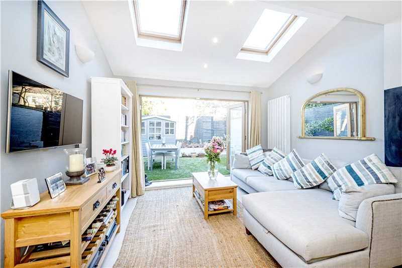 House for sale in Barnes - Priests Bridge, London, SW15