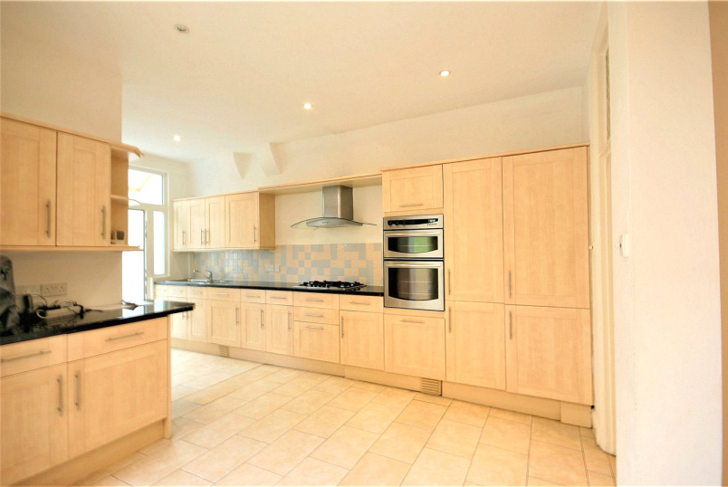 House to let - Salisbury Road, Richmond, TW9