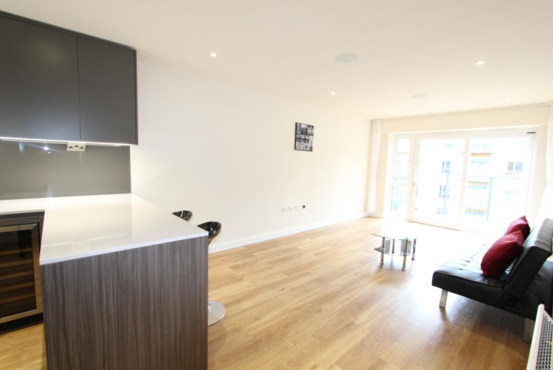 Flat/apartment to let - Carleton House, 20 Boulevard Drive, London, NW9