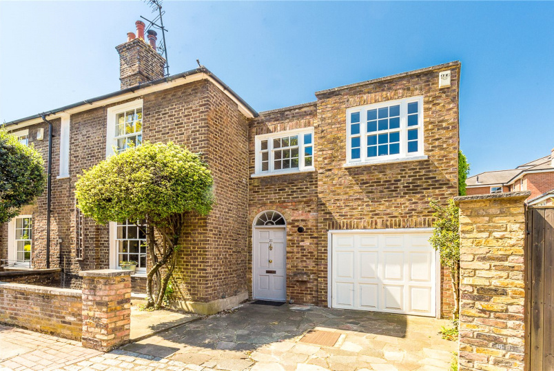 House for sale - Parkfields, London, SW15