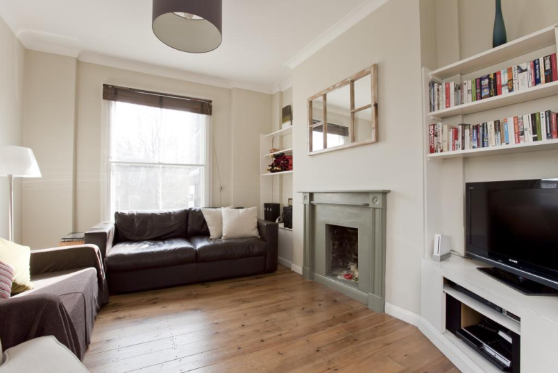 Maisonette to rent in Islington - St. Pauls Road, London, N1