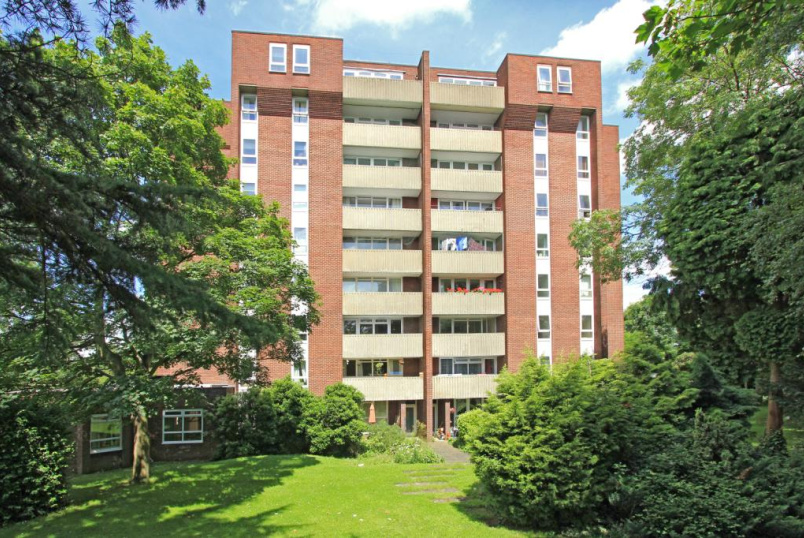 Flat/apartment to let - Norman Court, Nether Street, London, N3