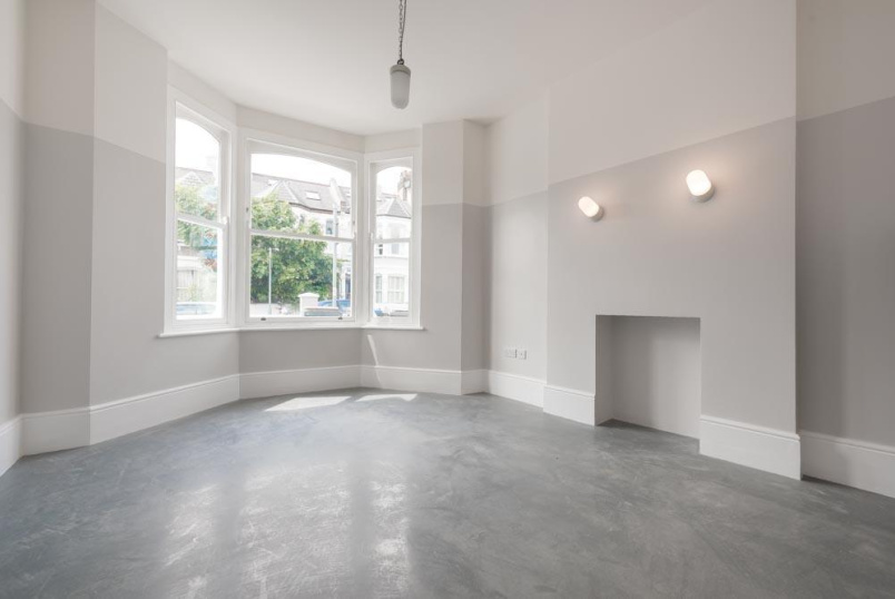 House to let - Linden Avenue, London, NW10