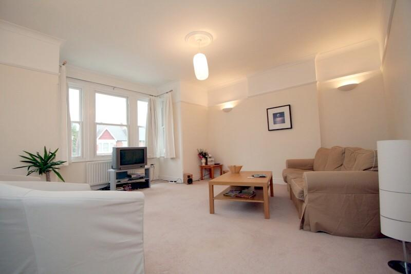 Flat/apartment to let - Twyford Avenue, Ealing Common, W3