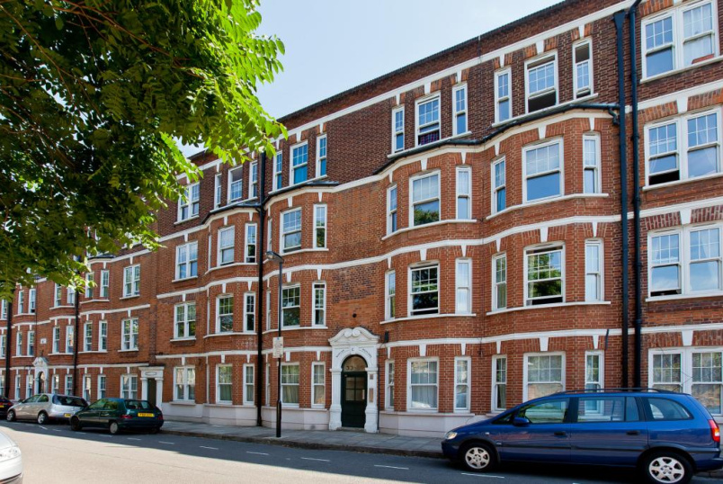 Flat/apartment to rent in Islington - Morgan Mansions, Holloway, N7