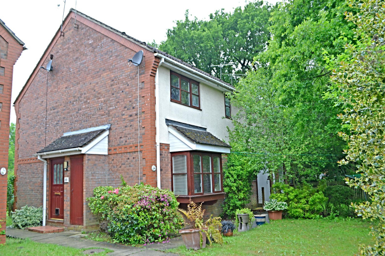 1 Bedroom House Terraced For Sale In Dakin Close Maidenbower Crawley West Sus Rh10 7lj Northwood Crawley