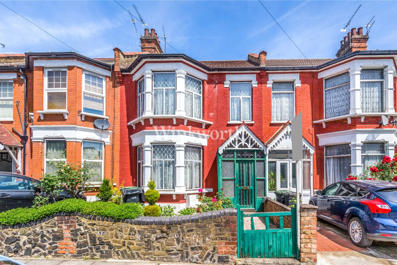 House for sale in Palmers Green - Belsize Avenue, London, N13