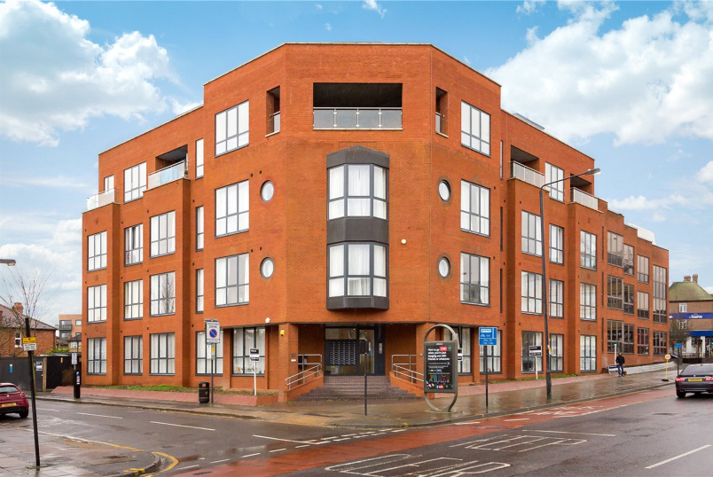 Flat/apartment to rent in Harrow - Kirkfield House, 118-120 Station Road, Harrow, HA1